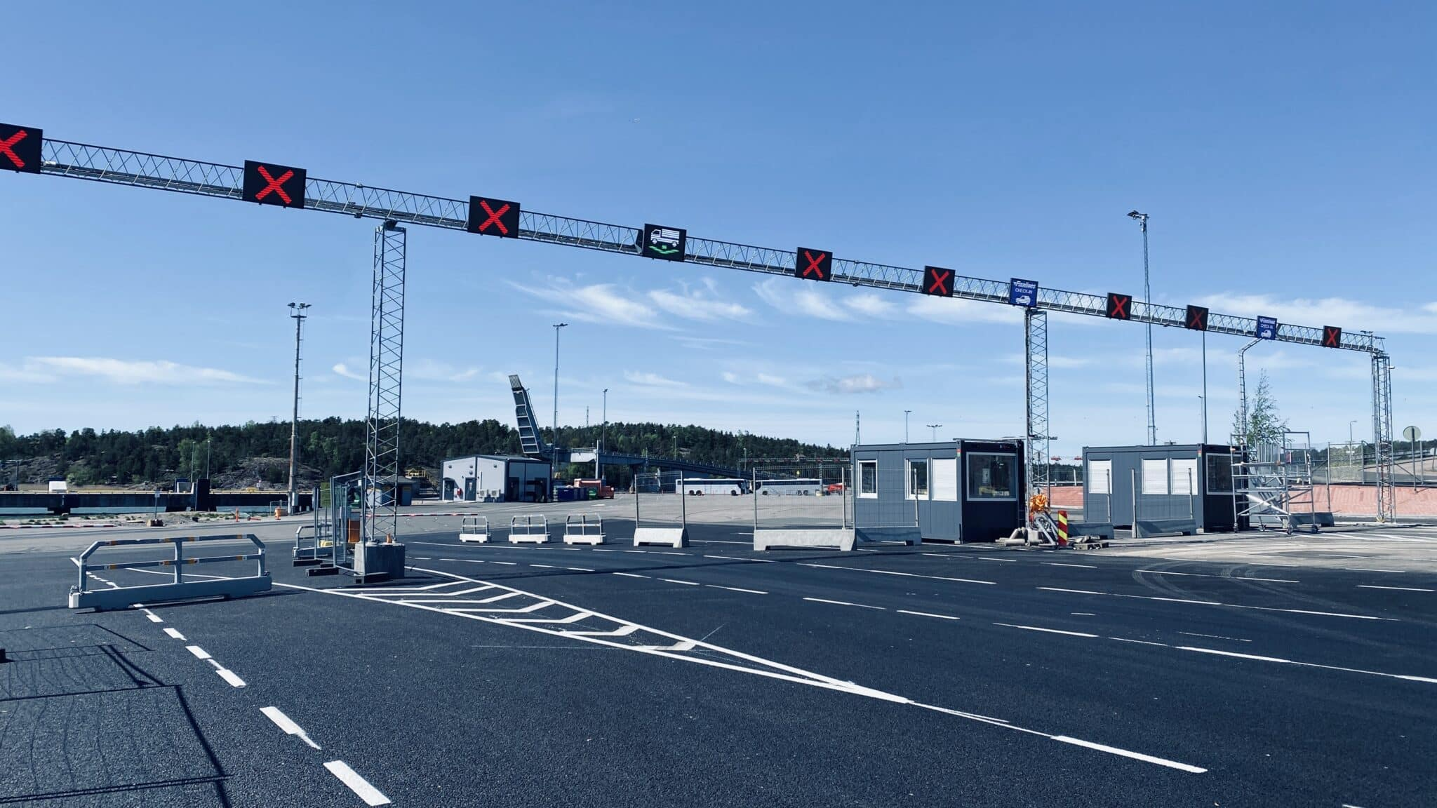 LED Digital Guidance at Port of Naantali by Ampron